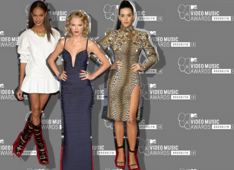 TOP 10 outfitů z Video Music Awards