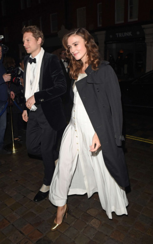 Keira-Knightley-in-White-Dress-at-Mario-Testino-60th-Birthday-Party--07-662x1058