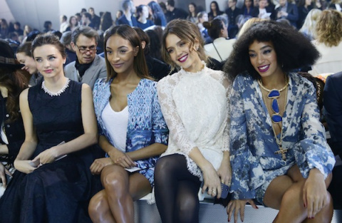10Paris_fashion_week_-_Miranda_Kerr_Joan_Smalls_a_Jessica_Alba_na_prehlidce_HM
