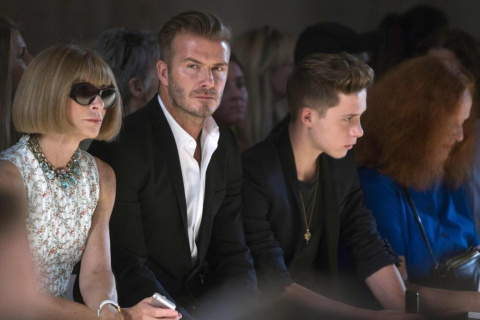 07New_York_fashion_week_-_Anna_Wintour_a_David_Beckham_se_synem_Brooklynem_na_prehlidce_Victorie_Beckham
