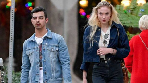 Sophie Turner has stopped hiding her mouth while out with Joe Jonas 6 1e69a