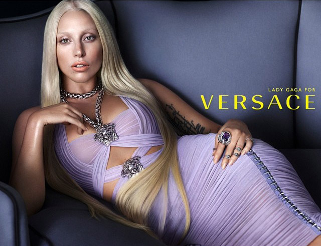 First look: Lady Gaga pro Versace