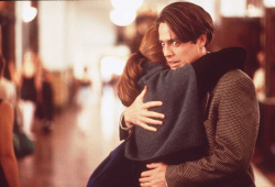 Hugh Grant a Julianne Moore